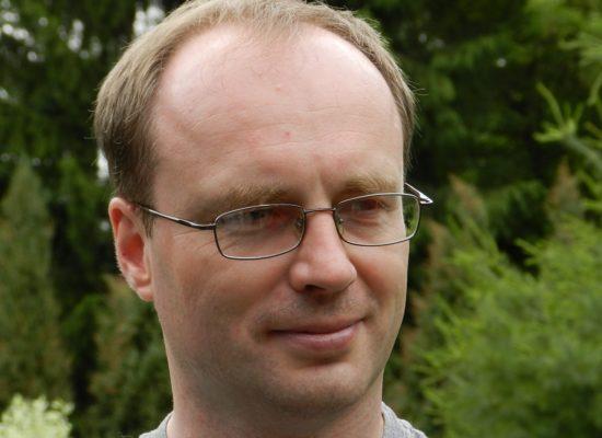 Dr Tomasz Paszewski